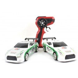 Scream 1:24 Scale Nissan GTR True Drift Car 4WD - 2 Sets Wheels + Obstacle Cones